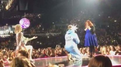 Ook de zangeres is overdonderd: man vraagt vriendin ten huwelijk tijdens concert Katy Perry