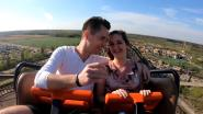 Man laat ring vallen tijdens aanzoek in achtbaan