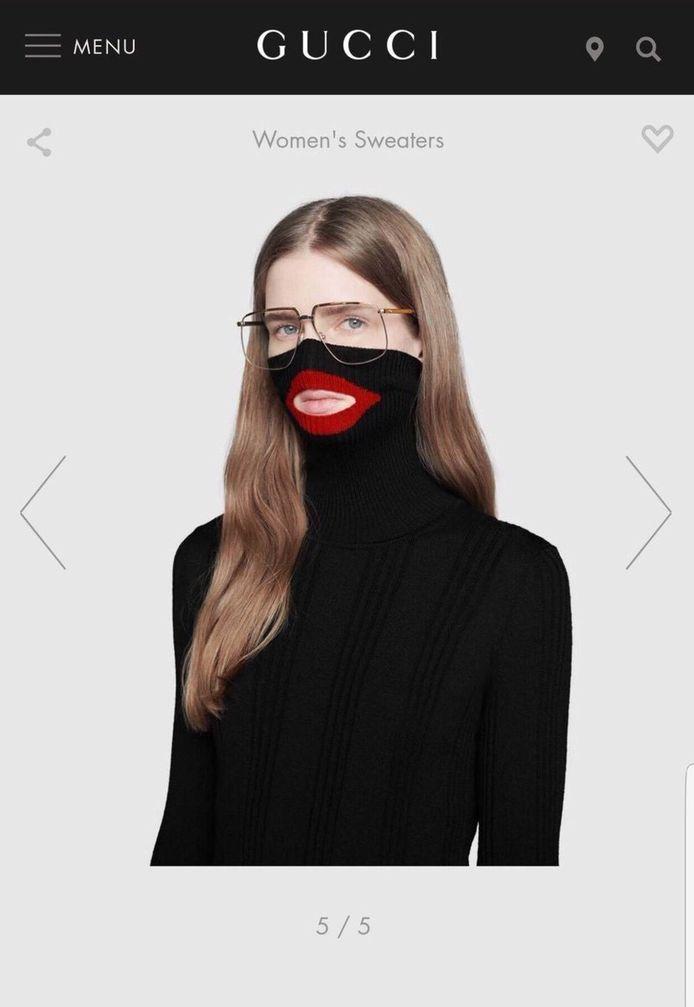 De gewraakte trui van Cucci, compleet met rode mond.