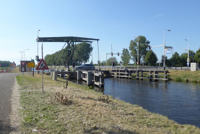 De brug bij Keldonk moet een volwaardige brug blijven voor én fiets én auto.