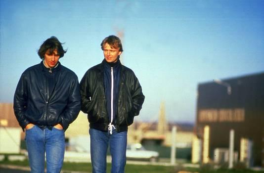 2000-12-03 00:00:00 De Heineken ontvoerders Willem Holleeder (l) en Cor van Hout in een hotel in het Noordfranse Beauvais.