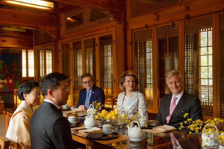 Koning Filip en koningin Mathilde werden uitgenodigd voor een Koreaanse theeceremonie.