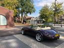 Een fraaie sportwagen staat geparkeerd in het centrum van Gorssel. Maar: ,,Het is niet zo dat hier de Jaguars en Porsches continu door de straat rijden hoor''.