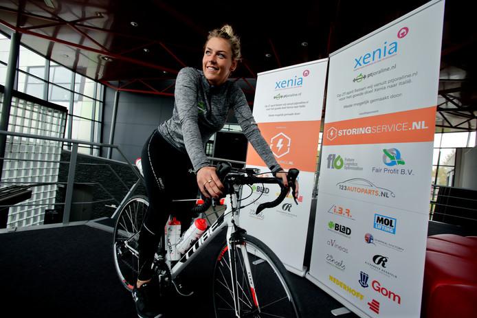 Personal trainer Joraline Wielders stapt op 27 april op de racefiets, om geld op te halen voor jongerenhospice Xenia.