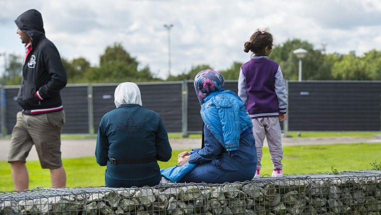 (ARCHIEFBEELD - Vluchtelingen in de Generaal-majoor de Ruyter van Steveninck kazerne in Oirschot, september 2015) Beeld anp