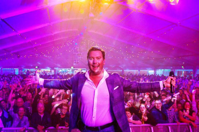 Tino Martin stond vorig jaar ook op het podium in de feesttent van het Pleinfestival in Kaatsheuvel.