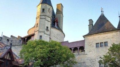 'Dode' corruptieverdachte maakt grote zwier in Frankrijk: kasteel, Rolls-Royce Phantom en schilderijen van Dali in beslag genomen