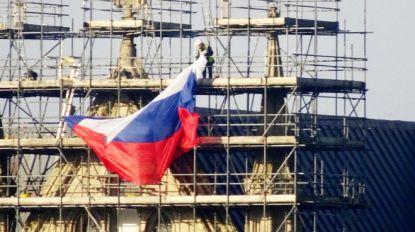 Russische vlag opgehangen aan kathedraal in Salisbury, waar dubbelspion werd vergiftigd