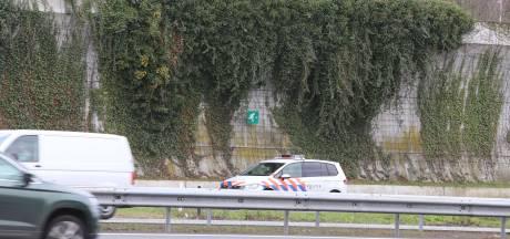 Politie bewaakt Brabantse afritten A2 na schietpartij in Utrecht: weg deels afgesloten voor hulpdiensten