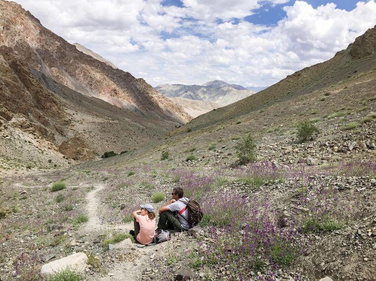 Uitrusten in het landschap van Ladakh. Beeld Toine Heijmans