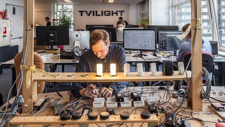 Tvilight in Groningen produceert automatische lichtsystemen. Oprichter Chintan Shah: 'Wie gelooft er nou een klein Indiaas mannetje?' Beeld Harry Cock