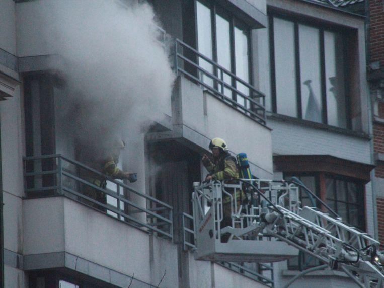 Er ontstond een dikke rookpluim door het vuur.