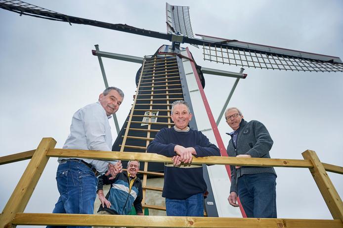 De Keldonkse molen gaat na een project van tien jaar opnieuw open. Vlnr vier kartrekkers Jan van de Vossenberg, Jan van Wanrooij, Jan Verbrugge en Harrie van den Biggelaar. Fotograaf Van Assendelft/Jeroen Appels