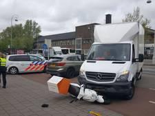 Maaltijdbezorger gewond geraakt bij ongeluk West