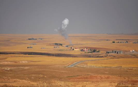 Rookwolken tijdens gevechten tussen Koerdische troepen en militanten van IS.