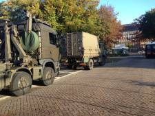 Het 'gehate' RIVM ligt er verlaten bij, drie kilometer verderop klinkt het protest