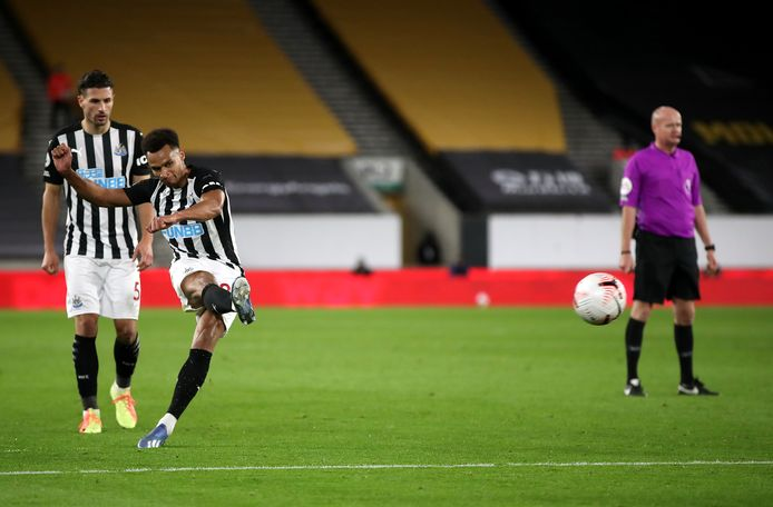 Murphy schiet de 1-1 binnen namens Newcastle.