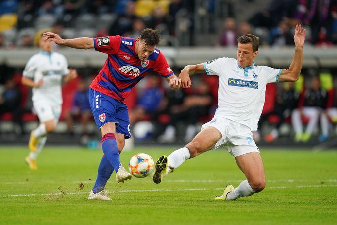 Tom Boere (links), hier met KFC Uerdingen in actie tegen Waldhof Mannheim, verloor maandagavond met zijn ploeg van koploper MSV Duisburg (2-0).