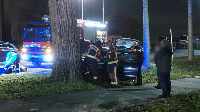 Bij het eenzijdig ongeval raakte iemand gewond.