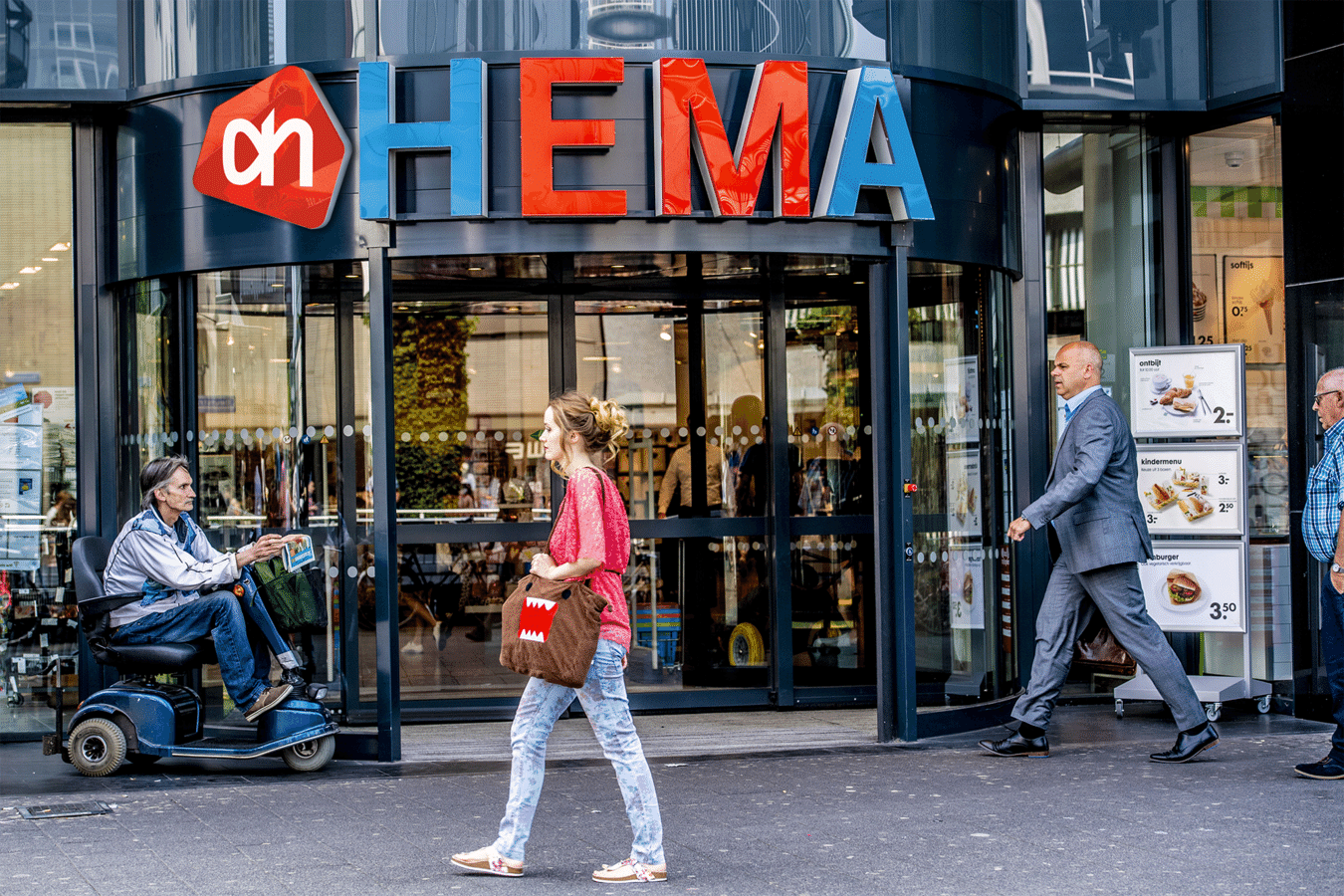 Nog even en de twee logo's van Hema en AH staan op één winkelgevel.
