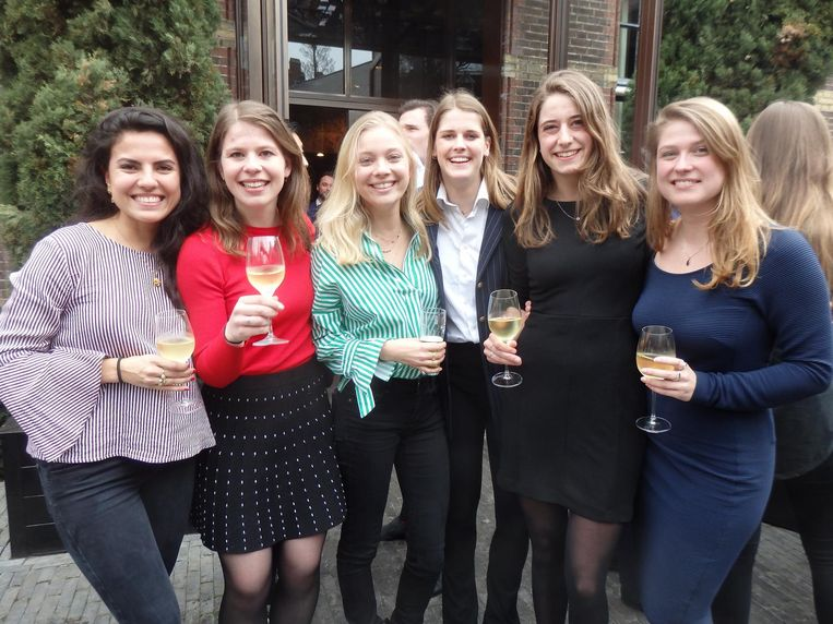Karin Robertson, Sophie van der Linden, Marjolein Lensing, Marit van Opstal, Lilika Wiersinga en Anouk in den Kleef, allen van Porta Adriani. Beeld Schuim