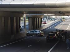 Persoon naar ziekenhuis na ongeluk met vier auto's op Midden-Brabantweg