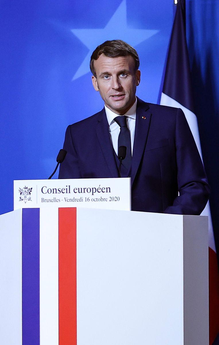 De Franse president Macron noemde de vermoorde leraar Samuel Paty een stille held van de Republiek. Beeld AP