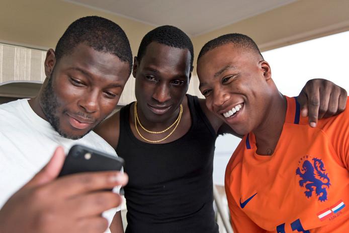 Leden van de Haagse rapgroep Strictly Family Business (SFB).
