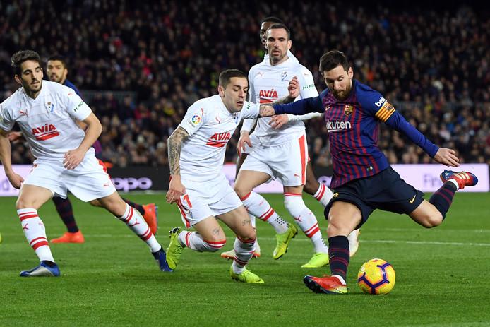 Lionel Messi haalt uit voor zijn 400ste treffer in La Liga.