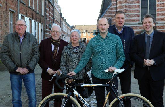 Frans Peeters, Raymond Ceulemans, Marleen Mols, Jeroen Janssens, Jan Ceulemans en Lieven Janssens bij de voorstelling van de tentoonstelling.
