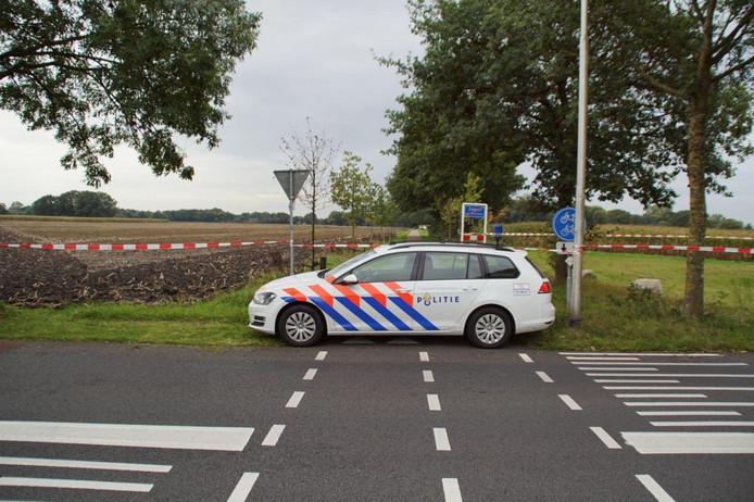 De politie doet zaterdagmorgen onderzoek in de omgeving van de Doetinchemseweg in Zelhem.