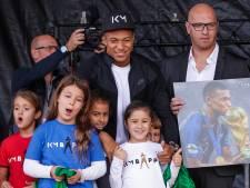 Honderden fans onthalen Mbappé in zijn geboorteplaats Bondy
