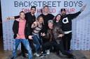 Eveline Verhelst (3e van links) met de Backstreet Boys, na afloop van het concert in Antwerpen.