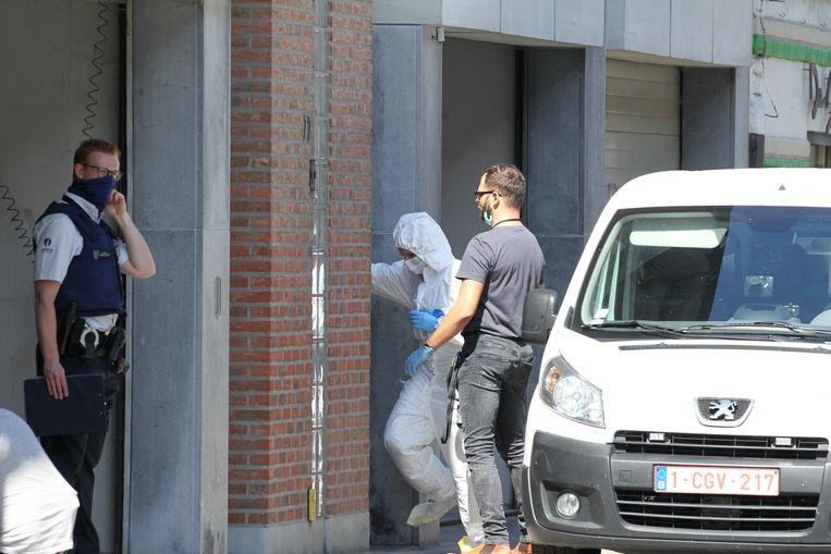 De verdachte man, geboren in 1971, wordt ondervraagd. Voorlopig kan het parket niet meer bevestigen dat de vrouw met geweld om het leven werd gebracht.