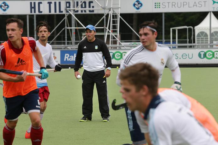 HC Tilburg trainer Jeroen Delmee op de training met zijn Team HC Tilburg 1