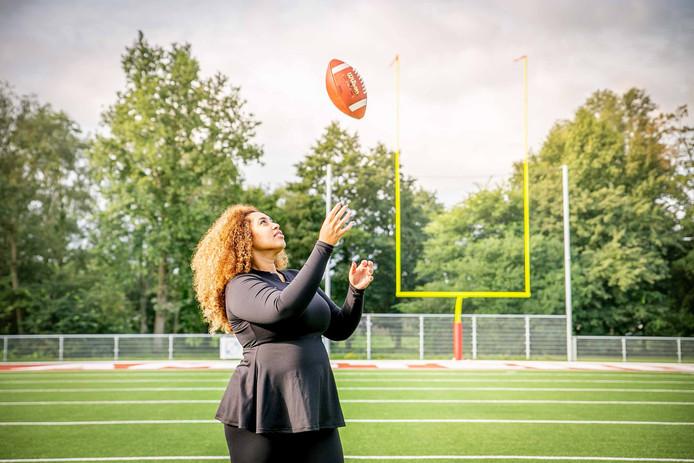 Kanessa Muluneh, drijvende kracht achter de Nederlandse footballcompetitie voor dames, de Queens Football League.