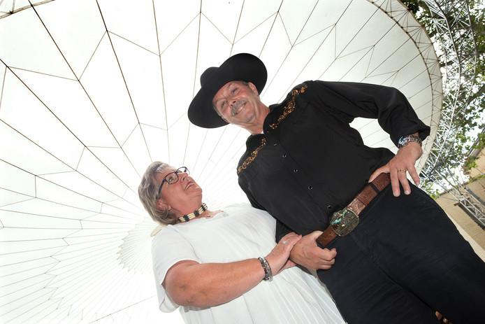 Henk Jansen en zijn vrouw Annemiek op het country- en westernfestival in Zevenaar.