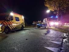 Auto rijdt op boom in Haaksbergen, bestuurder ernstig gewond