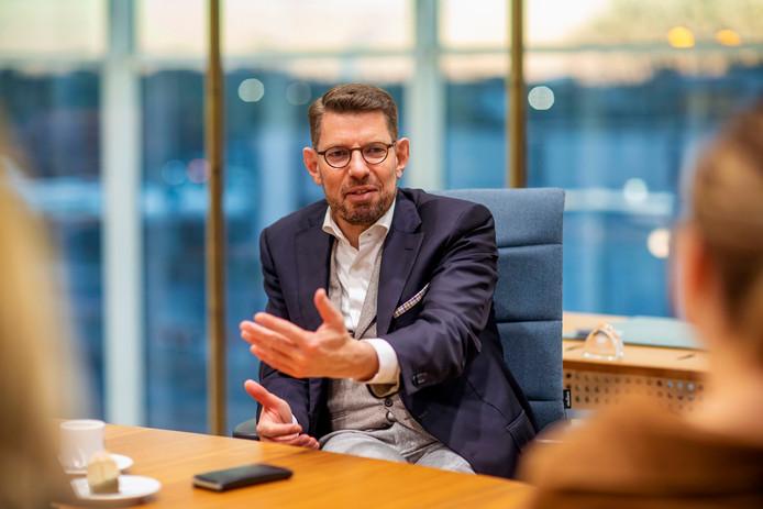 Bouke Arends werd als burgemeester van Emmen bedreigd door motorclub No Surrender. Het heeft hem gesterkt in zijn overtuiging om misdaad in Westland hard aan te pakken.