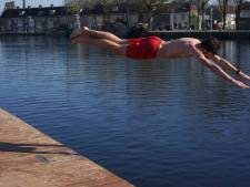 Havenbeeld: Niet schaatsen, maar zwemmen