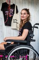 Shymo Korver (19) heeft een zeldzame, agressieve vorm van kanker. Ze zamelt geld in voor een experimentele behandeling in Amerika.