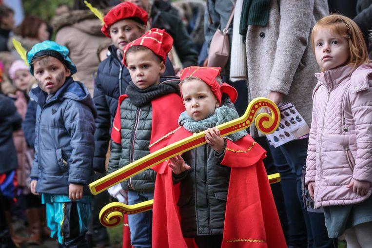 Intrede sint in Alden Biesen de kinderen staan vol ongeduld te wachten op de heilige man