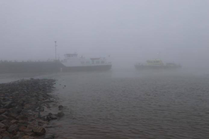 Drie schepen betrokken bij aanvaring op de Waal.