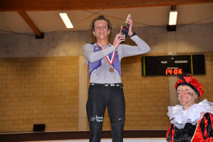 Leonie Ton wint marathon in Knesselaere
