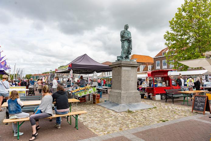 De eerste editie van dit seizoen van de Zomermarkt in Brouwershaven ging maandag van start.