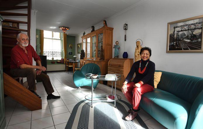 Frans en Irene in hun woonkamer