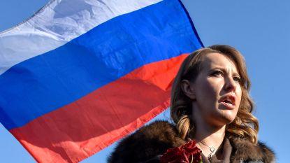 VIDEO: Russische presidentskandidate gooit glas water in gezicht van opponent na grove belediging