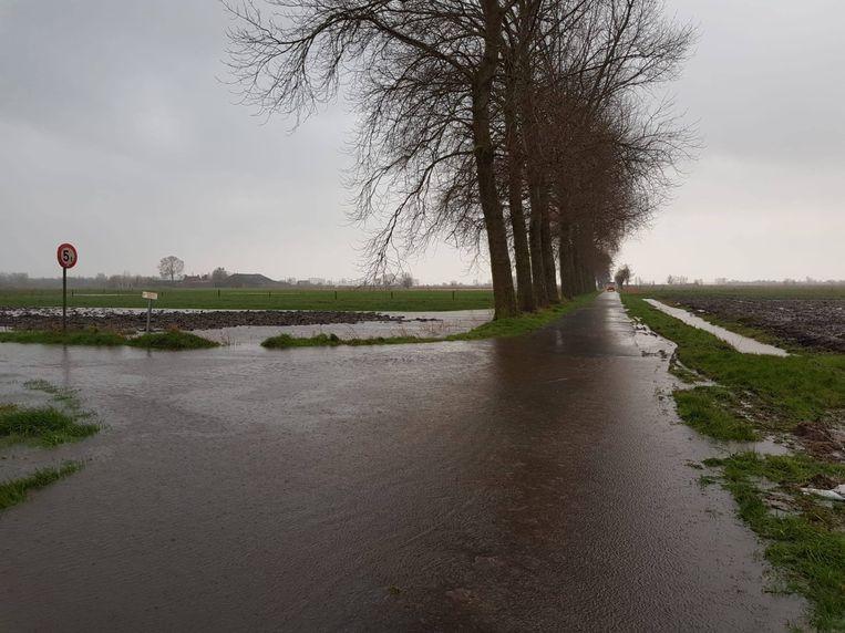 In Gistel was er enige wateroverlast in de lagergelegen gebieden. De Vaartrijkstraat, Nieuwland en Moerdijkstraat zijn op bepaalde plaatsen afgesloten.
