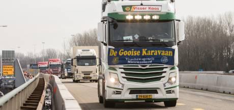Gooise Karavaan: 70 truckers met cliënten Amerpoort doorkruisen Baarn