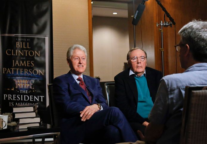 Oud-president Bill Clinton (links) en schrijver James Patterson.